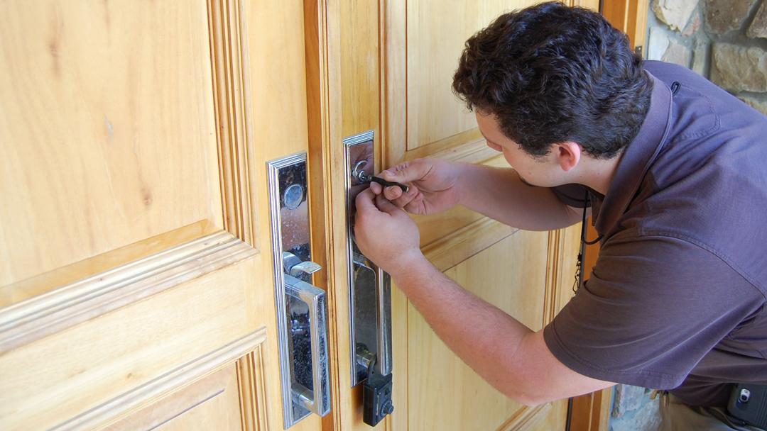 Réaliser une ouverture de porte: faire confiance à un serrurier professionnel fiable